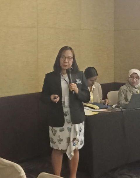 Doria of Pharmacy presents paper on refining the BS Pharmacy program in Yogykarta conference