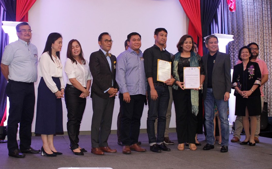Iñigo-Chua, Daoana receive UST-Amb. Antonio L. Cabangon Chua research awards
