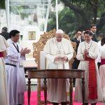 20150118 UNIV, Pope - Francis Standing 01