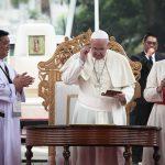 20150118 UNIV, Pope - Francis Standing 02