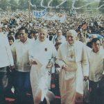 UST 198102 Pic - Frederik Fermin & Pope John Paul II Walking